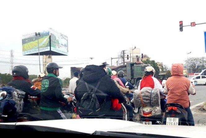 Người dân ùn ùn trở lại Thủ đô sau Tết, cao tốc Pháp Vân tăng nhiệt