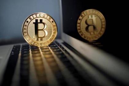 Bitcoin tiệm cận mức vốn hóa thị trường 1.000 tỷ USD bất chấp cảnh báo của giới phân tích