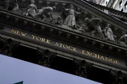 Đô la Mỹ và giá dầu giảm, lợi suất trái phiếu Kho Bạc tăng vì lo ngại lạm phát.