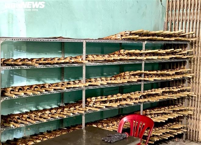 Nướng 2.500 con cá lóc, quán ăn ở Sài Gòn vẫn lo không đủ bán ngày vía Thần Tài