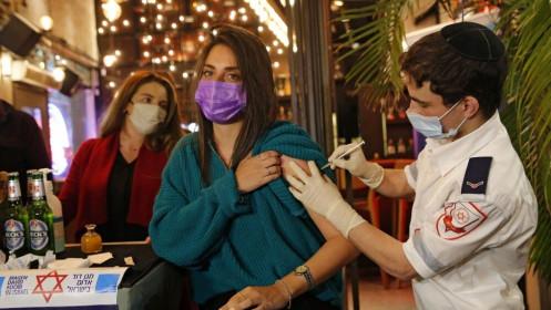 Triển vọng tốt từ vaccine Covid-19, Israel từng bước mở cửa trở lại nền kinh tế