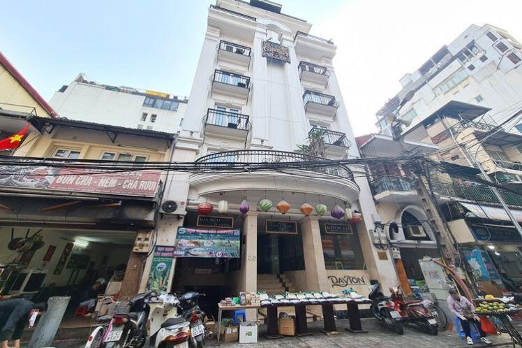 Hà Nội: Loạt khách sạn sang chảnh ở phố cổ giảm giá, đóng cửa, rao bán sau Tết