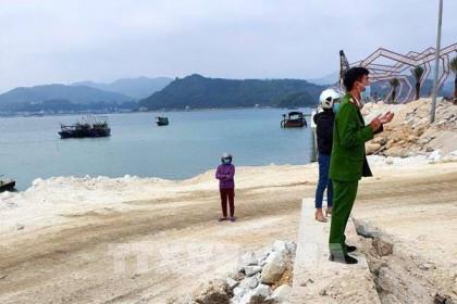 Công ty Phương Đông thừa nhận sai phạm sau hành vi đổ đất đá xuống vịnh Bái Tử Long