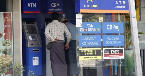 """Myanmar đóng cửa hàng loạt ngân hàng, hạn chế rút tiền giữa """"bão"""" biểu tình"""