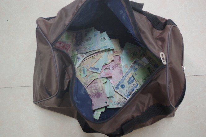 Vụ cướp ngân hàng ở Kiên Giang: Mua súng 21 triệu, cướp gần 400 triệu đồng