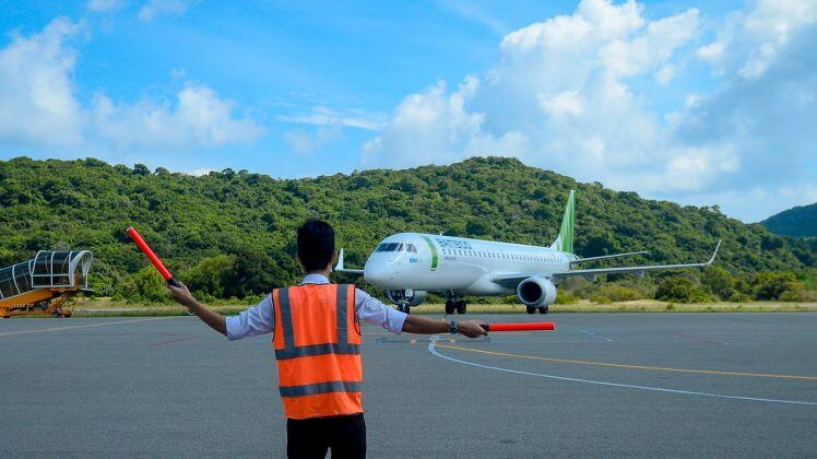 """Vì sao phải giảm thuế phí """"giải cứu"""" ngành hàng không?"""
