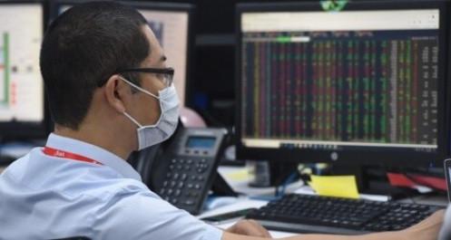 """Thị trường chứng khoán khởi sắc, doanh nghiệp nhanh tay """"chốt lời"""""""