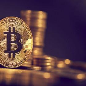 Bitcoin chạm mốc kỷ lục mới, vượt ngưỡng 60.000 USD/đồng