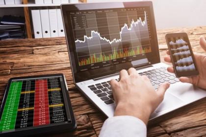 FPT tăng 5%, VN-Index vẫn giảm điểm