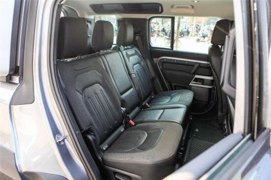 """Đánh giá SUV Land Rover Defender: """"Lột xác"""" từ ngoài vào trong"""