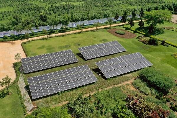 Vinamilk đầu tư hệ thống năng lượng mặt trời cho các trang trại bò sữa trên cả nước