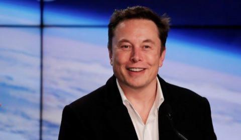 """Bất ngờ tỷ phú Elon Musk tự phong là """"vua công nghệ"""""""