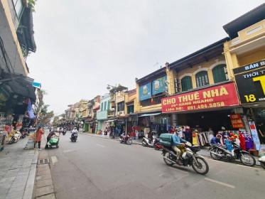 """Mặt bằng """"đất vàng"""" phố cổ Hà Nội giảm giá cho thuê… vẫn ế"""