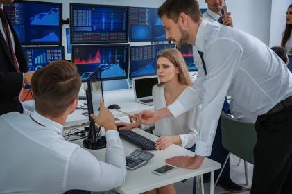 Giao dịch chứng khoán khối ngoại ngày 17/3: Xả mạnh bluechip, bán ròng tới hơn 1.000 tỷ đồng