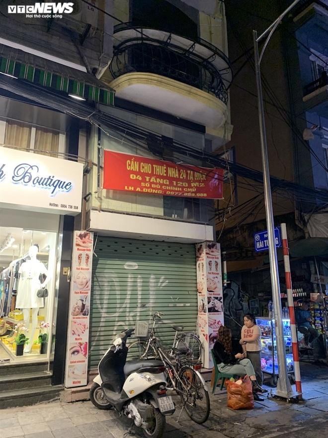 Hàng loạt cửa hàng khắp Hà Nội vẫn đóng cửa im ỉm, 'đắp chiếu' chờ khách thuê