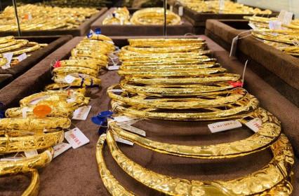 Giá vàng đồng loạt lao dốc, giảm gần nửa triệu đồng/lượng
