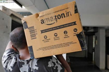 Tập đoàn của Jeff Bezos đang 'gõ cửa từng nhà' hòng đánh bại tỷ phú giàu nhất châu Á như thế nào?