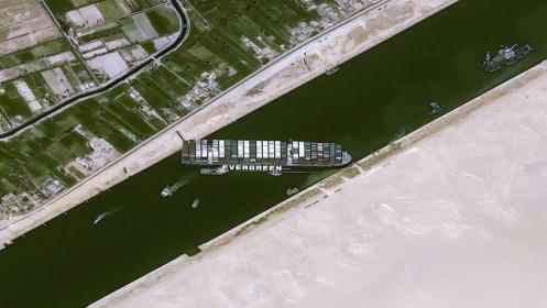 Hải quân Mỹ đề nghị giúp Ai Cập giải cứu con tàu làm tắc kênh đào Suez
