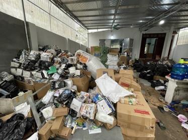 Hà Nội: Lật tẩy kho hàng tiêu dùng nhập lậu, giả mạo nhãn hiệu cực lớn