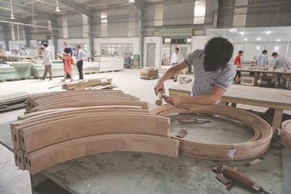Ngành gỗ và dệt may đã có đơn hàng dài hạn trở lại