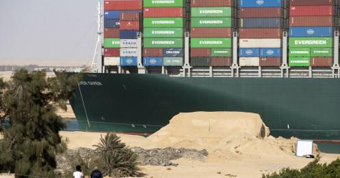 Công ty thuê tàu Ever Given phủ nhận trách nhiệm vụ tắc nghẽn ở Suez