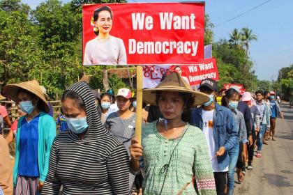 Người biểu tình Myanmar kêu gọi công nhận lực lượng vũ trang thiểu số