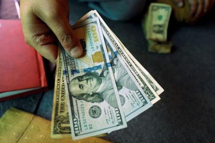 Đồng Đô la giảm theo lợi suất trái phiếu Mỹ dù kì vọng kinh tế phục hồi mạnh mẽ