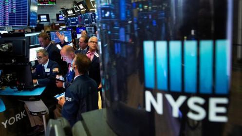 Lợi suất trái phiếu xuống thang, S&P 500 lại lập kỷ lục mới