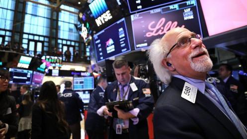 Bất chấp tín hiệu tiêu cực, giới đầu tư vẫn mạnh tay gom hàng