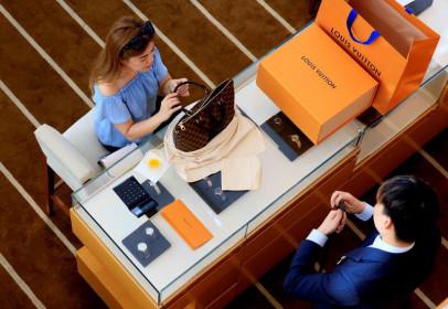 The Reuters: Chứng khoán Châu Âu cao hơn với cổ phiếu lĩnh vực sản xuất đồ xa xỉ LVMH gây ấn tượng mạnh
