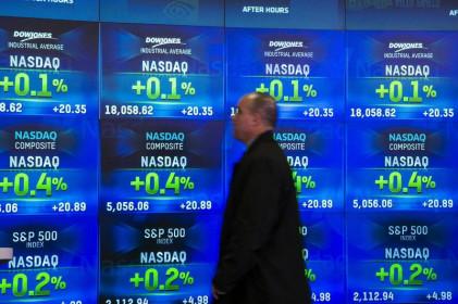 The Reuters: Cổ phiếu Chip, ngân hàng và hàng không được chú ý