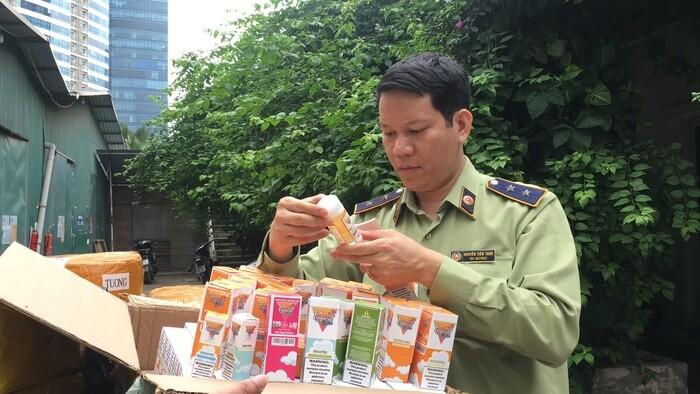 Hà Nội: Bắt giữ gần 14.000 lọ tinh dầu thuốc lá trị giá hàng tỷ đồng