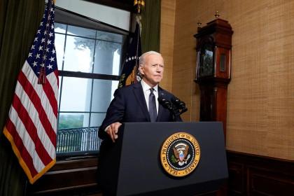 """Tổng thống Biden """"lật kèo"""" đảng Dân chủ, duy trì chính sách của ông Trump ?"""