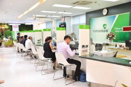 """Ba mươi ngàn tỉ đồng lợi nhuận """"treo"""" của Vietcombank"""