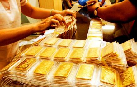 Giá vàng tiếp tục giảm, vàng nhẫn 24k trong tuần mất đến 900.000 đồng/lượng