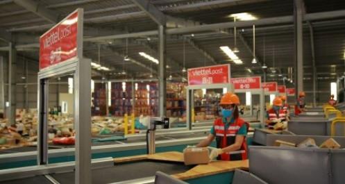"""""""Nóng"""" cuộc chiến giành đơn, Viettel Post đánh đổi 900 tỷ đồng để giữ chân khách hàng"""