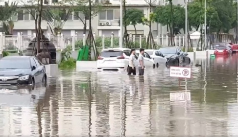 """Hà Nội vẫn còn """"điệp khúc – mưa là ngập"""", vì đâu?"""