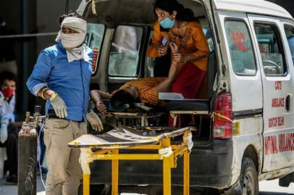 Ấn Độ: Tỷ lệ mắc COVID-19 cao không tưởng, dân ngồi nhà 'chờ' dịch tới