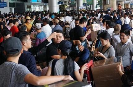PGS.TSNguyễn Thiện Tống: 'Ùn tắc sân bay Tân Sơn Nhất, không thể đổ lỗi cho hạ tầng'
