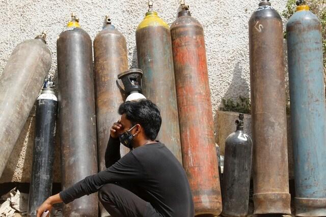 """Giá tăng gấp 10 lần, người Ấn Độ quay cuồng trong """"cơn khát"""" ôxy"""