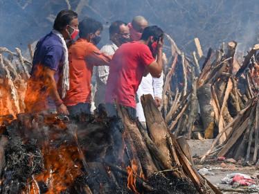 Ấn Độ oằn mình trong thảm họa Covid-19