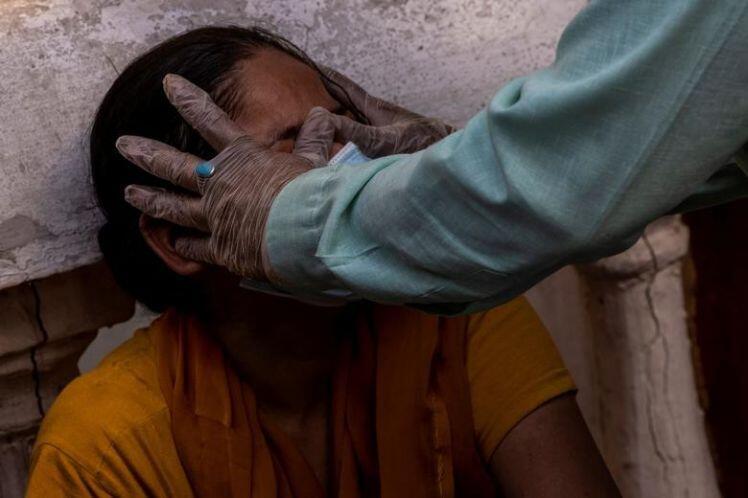 """Bên trong thủ đô Ấn Độ quay cuồng vì """"bão"""" COVID-19"""