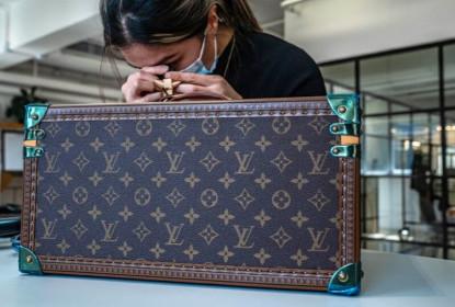 Kinh doanh thời trang xa xỉ second-hand, từ ý tưởng rẻ tiền thành đế chế tỷ đô