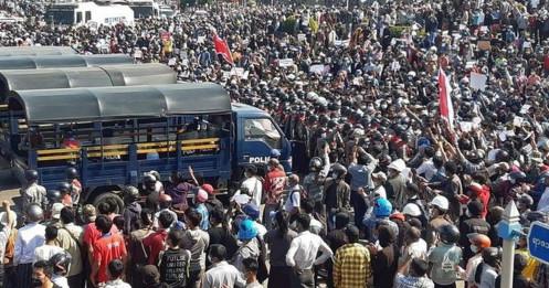 """Hai """"cú sốc"""" đẩy kinh tế Myanmar tới bờ vực sụp đổ"""
