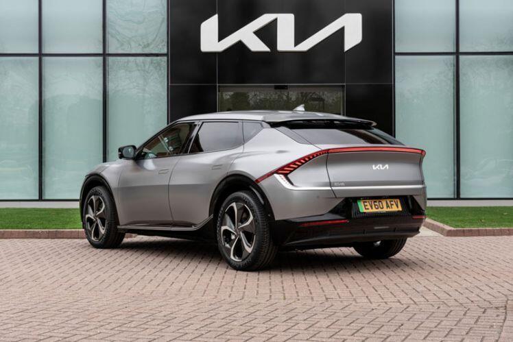 Chốt giá bán xe điện Kia EV6 2022, khởi điểm hơn 1,3 tỷ đồng