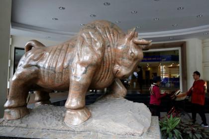 Bất chấp khối ngoại rút ròng, thị trường chứng khoán Việt Nam vẫn tăng mạnh nhất châu Á