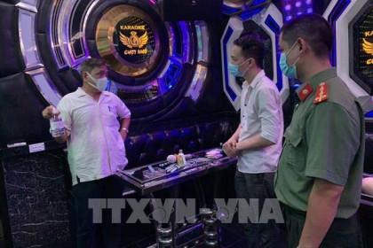 Từ 0 giờ ngày 5/5, Hà Nội tạm dừng hoạt động rạp chiếu phim, spa, massage