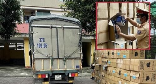 Phát hiện xe tải chở 122.500 khẩu trang không rõ nguồn gốc xuất xứ