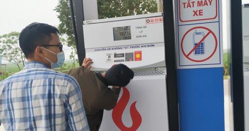 Tăng kiểm tra, loạt cửa hàng vỡ lở vì vi phạm trong kinh doanh xăng dầu