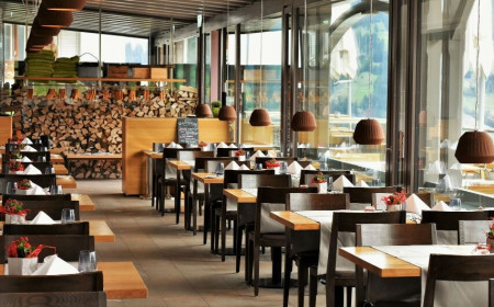 Hà Nội: Cửa hàng ăn, uống trong nhà phải đảm bảo giãn cách chỗ ngồi tối thiểu 2m
